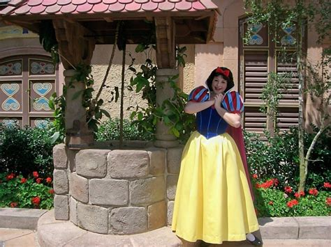 Unofficial Disney Character Hunting Guide: Epcot World